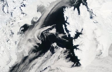 MODIS image showing the wake downstream of Svalbard on May 23 2007 (source: EOSDIS NASA)