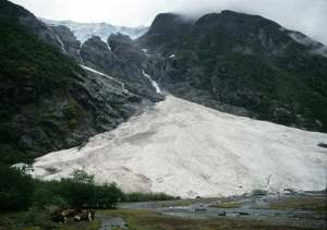 Supphellebreen hanging glacier.